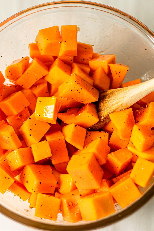 How to Roast Butternut Squash_seasoned sqaush in bowl.jpg