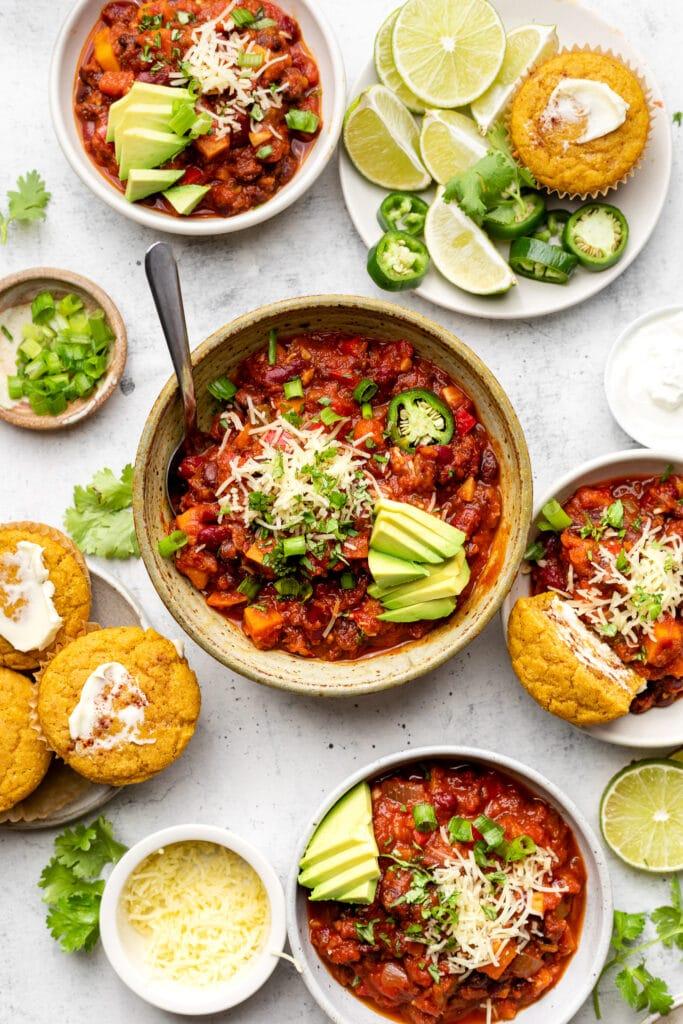 veggie chili in bowls